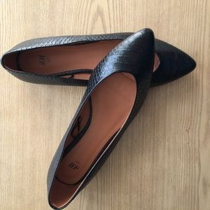 H&M Black Faux Snakeskin Textured Point Toe Flats